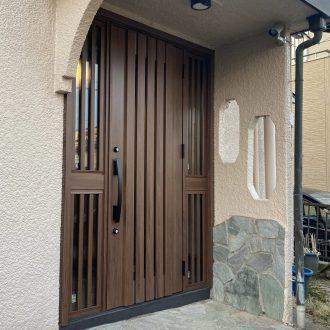 玄関を引戸からドアへ 1日で工事完了~玄関カバー工事 LIXIL リシェント T様~